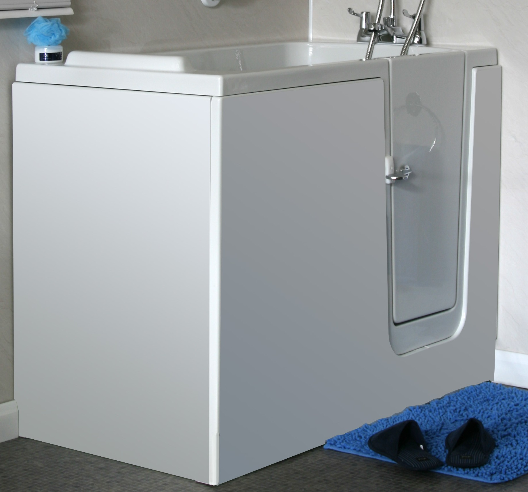 Sapphire 1 walk-in bath with white easy access door
